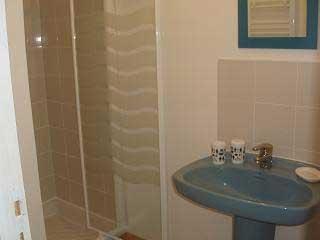 Grands Gîtes en Seine Maritimes - Douche et lavabo