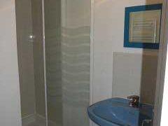 Grands Gîtes  à Sigy en Bray  - Douche et lavabo