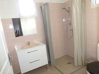 Grands Gîtes  à Sigy en Bray - Douche et lavabo avec wc
